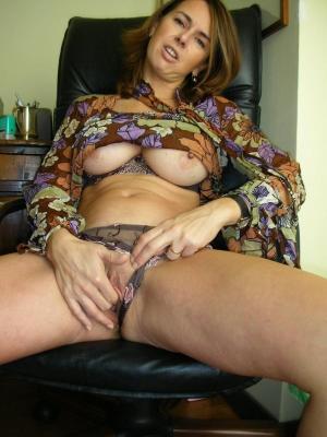 Dildo in ihrer Muschi - kostenlos Pornobilder