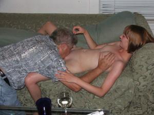 Vater fucks seine Tochter - kostenlos Pornobilder - Foto 2180