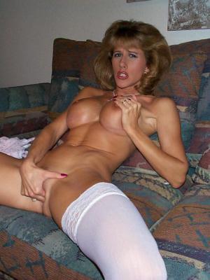 spielen mit ihrem Muschi pornofotos - kostenlos Pornobilder - Foto 4347