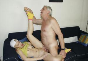 junge Küken und Vater fucks - kostenlos Pornobilder - Foto 2067