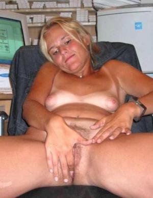 schöne Hündin Masturbieren - kostenlos Pornobilder - Foto 4461
