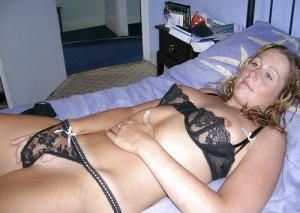 spielen mit ihrem Muschi pornofotos - kostenlos Pornobilder - Foto 4687